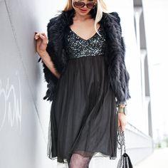 Kleid von SIENNA PINK. Schwarz, mit Pailletten am Bustier. #fashion #impressionen