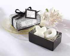 With simple black-and-white elegance, you can send love and thanks to your treasured guests through these heavenly Hugs