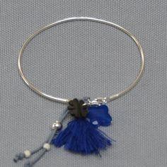 bracelet jonc pompon et breloque nacre en Argent ou Plaqué Or, taille ajustable.