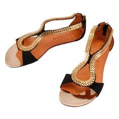 da55cd1577 51 melhores imagens da pasta Sapatos adorooo...