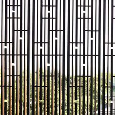 Ideas For Screen Architecture Facade Architects Timber Screens, Privacy Screen Outdoor, Timber Windows, Window Screens, Garden Privacy, Wooden Windows, Wooden Screen, Metal Screen, Screen Design