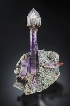 *reminds me of a lighthouse* Amethyst Scepter from Namibia (Specimen and Photo by Scott Rudolph) Minerals And Gemstones, Rocks And Minerals, Mineral Stone, Rocks And Gems, Healing Stones, Stones And Crystals, Summer Street, Street Style, Labrynth