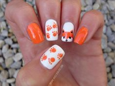 The Cutest Animal Nail Art 2014 Hey Fashionistas, having animal nail art can really improve your appearance and look in such unique – if not, dramatic – way. You can choose your favorite animal to be the main subject of your nail art. Nail Art 2014, Fall Nail Art, Nail Art Diy, Dot Nail Art, Animal Nail Designs, Animal Nail Art, Fox Animal, Easy Nail Designs, Dot Nail Designs