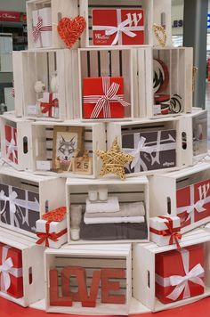 Gifts Shop Displays Visual Merchandising Ideas For 2019 Christmas Shop Displays, Gift Shop Displays, Store Window Displays, Craft Show Displays, Christmas Store, Christmas Shopping, Display Ideas, Christmas Window Display Retail, Visual Merchandising Displays