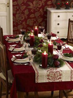 Tisch in Rot und Grün