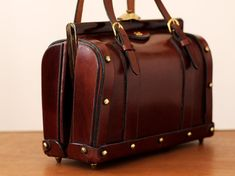 Vintage 1970s John Romain DoctorStyle Bag ...actively looking for this bag...want it!