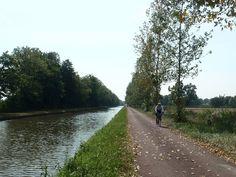 Between Asnois and Tannay, the Chemin de Vézelay follows the Canal du Nivernais