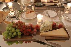 Queijos, presunto cru e uvas.jpg