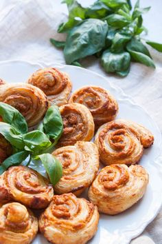 Roasted Red Pepper Pesto Pinwheels Recipe - The Corner Kitchen
