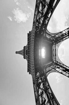 A different angle on the Eiffel Tower in Paris, France. Paris 3, Paris Love, Oh The Places You'll Go, Places To Visit, Paris Torre Eiffel, Worms Eye View, Belle France, Paris Ville, Historical Sites