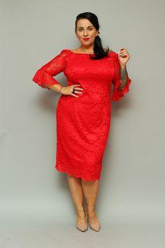 Sukienka BELLA koronkowa hiszpanka może zachwycić niejedną wielbicielkę koronkowych kreacji. Uszyta zgodnie z najnowszymi trendami w modzie dla kobiet plus size pragnących podkreślić swoje walory w subtelny sposób. Dwuwarstwowa, wykonana z najwyższej jakości koronki o wyraźnym kwiatowym deseniu przez polskiego producenta odzieży plus size zorientowanego na projektowanie dla kobiet noszących duże rozmiary. Cold Shoulder Dress, High Neck Dress, Dresses For Work, Bella, Fashion, Turtleneck Dress, Moda, Fashion Styles, Fasion