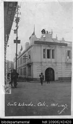 VARGAS. Colegio Santa Librada, Cali 1925. OTRO: Biblioteca Departamental Jorge Garces Borrero, 1925. 14X9.