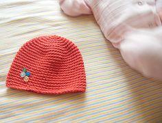 Single crochet beanie - love the button detail