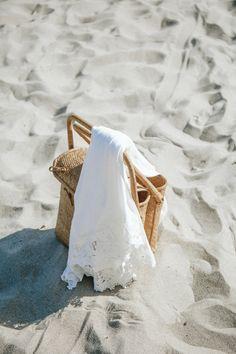 Love this picnic basket summer vibes, summer feeling, summer breeze, summer outfits men Beach Aesthetic, Summer Aesthetic, Summer Breeze, Summer Vibes, Photography Beach, Beach Vibes, Summer Outfits Men, Bridesmaid Proposal, Bridesmaid Robes
