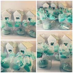 Scatolina mini tortina con 1 Macarons di sapone artigianle e decorativo , fiocco con confetti color Tiffany