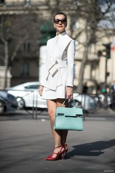 #Joos on the loose. Love this intricate whiteout and turquoise bag. Happy dance. #NatalieJoos in Paris.