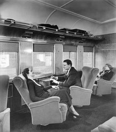 1937 Hiawatha parlor car The Milwaukee Road's 1937 Hiawatha parlor cars featured fully rotating and reclining seats as well as small drop-leaf tables below the windows. MILW phot