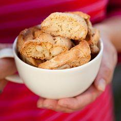 """""""Saving Christmas"""" from my Fairtrade cookbook, """"Reilun kaupan ruokaa ja elämää"""" (Perhemediat, 2009; photo: Sininen Kuva) ⎮ recyclie.blogspot.fi #marimekko"""