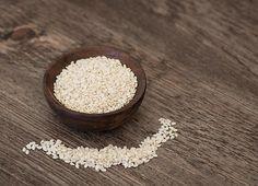 seed cycling for hormnone balance sesame seeds Big Mac, Tahini, Bagels, Benefits Of Sesame Seeds, Seed Cycling, Hormone Imbalance Symptoms, Hamburger Buns, Chicken Feed, Organic Seeds