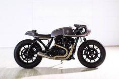 Harley-Davidson Sportster Cafe Racer - Rough Crafts. Una Harley exclusiva, única y muy elegante que te dejará embobad@. ENTRA
