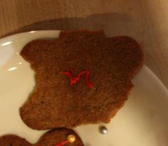 Punainen kettukarkkikaulakoru, Tyyne 1 v 2 kk - by Tyyne -- #Joulu #Piparkakku #PipariBattle2013 sarja #YritinParhaani