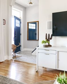 Our Salvaged Wood Mirror DIY (+ Our Favorite Entryway Mirrors!) - Yellow Brick Home