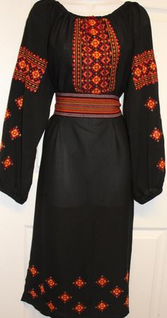 this cold be a traditional Romanian dress as well .(won't look out of place in today fashion) with a pair of heels Folk Fashion, Ethnic Fashion, Simple Dresses, Casual Dresses, Ukrainian Dress, Ethno Style, Love Clothing, Folk Costume, Classic Outfits