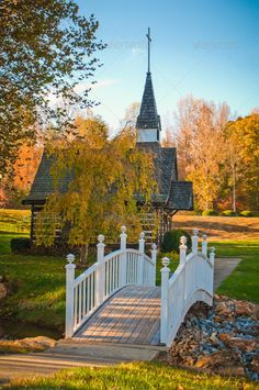 Beautiful Buildings, Beautiful Landscapes, Beautiful Places, Old Country Churches, Old Churches, My Father's House, Blog Fotografia, Church Pictures, Autumn Scenery