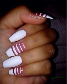 Stylish white stripes nail art