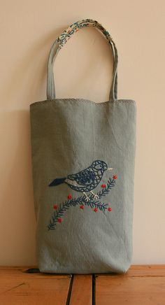 Linen heart tote bag with appliqué, Sashiko Hand embroidered tote, Valentine tote bag, mother's day - Fabric Tote Bags, Embroidered Bird, Embroidery Fabric, Handmade Bags, Bag Making, Purses And Bags, Totes, Bird Crafts, 31 Ideas