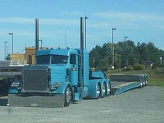 Blue Pete low-bed hauler.