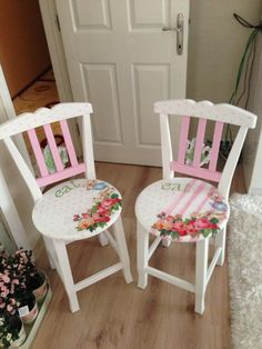 7 Appealing Tips: Shabby Chic Bedding Target shabby chic matrimonio vestito.Shabby Chic Frames Old Shutters. Decoupage Furniture, Funky Furniture, Repurposed Furniture, Shabby Chic Furniture, Shabby Chic Decor, Hand Painted Chairs, Hand Painted Furniture, Paint Furniture, Furniture Makeover