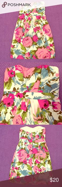 ❗️SALE❗️Stunning Strapless Floral Dress Perfect for your next summer event, this strapless dress is in great used condition! Beautiful pink, purple, green and blue floral pattern with white background! This dress is both fun and flattering!❗️️️️Sale ends Monday❗️ Twenty One Dresses