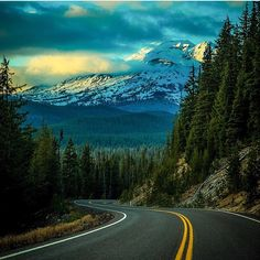 The Cascade Lakes Scenic Byway from @ethanerickson. Where is the weekend taking you? #visitcentraloregon