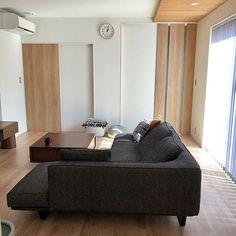 家族の、リビング/アクタス/バーチカルブラインド/中庭のある家/板張り天井/Dフロア メープルについてのインテリア実例。 「今日もいいお天気でし...」 (2019-02-22 20:45:38に共有されました) Couch, Furniture, Home Decor, Settee, Sofa, Couches, Interior Design, Sofas, Home Interior Design