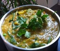 Recipe Thermie Green Vegetarian Curry by arwen.thermomix - Recipe of category Main dishes - vegetarian for Paleo - do not add the chickpeas and replace peanut oil with macadamia nut oil Green Vegetarian, Vegetarian Curry, Vegetarian Recipes, Cooking Recipes, Healthy Recipes, Veg Curry, Vegetable Curry, Green Curry, Paleo For Beginners