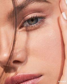 Beauty Test: Model Sonia Ben Ammar Test-Drives 4 Minimal Makeup Looks Makeup Brushes, Eye Makeup, Hair Makeup, Natural Beauty Tips, Natural Makeup, Face Skin, Face And Body, Beauty Trends, Beauty Hacks