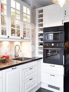 Modern, cool and unique kitchen cabinet designs. Those of you who are looking for kitchen cabinet design ideas must be inspired by these cabinets. Kitchen Cabinets Decor, Farmhouse Kitchen Cabinets, Cabinet Decor, Kitchen Cabinet Design, Interior Design Kitchen, Kitchen Dining, Cabinet Colors, Kitchen Cook, Space Kitchen