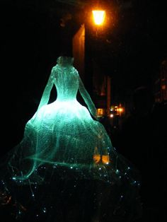 floating ghost dress--could do something similar for carnival figures...