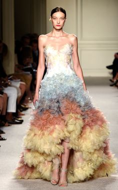 Marchesa: Best Looks at New York Fashion Week Spring 2016 Haute Couture Style, Couture Mode, Couture Fashion, Fashion Week 2018, New York Fashion, Spring Fashion, High Fashion, Fashion Show, Womens Fashion