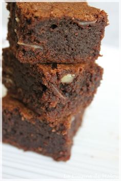I've never been able to decide whether I prefer cakey or fudgy brownies. Some people think fudgy brownies are too rich, while others thin. Brownie Sem Gluten, Nutella Brownies, Gluten Free Brownies, Fudgy Brownies, Nigel Slater, Chocolates, Brownie Fondant, Delicious Desserts, Yummy Food