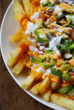 Papas Fritas Mexicanas- was easy and super tasty with cheese sauce JF I Love Food, Good Food, Yummy Food, Mexican Dishes, Mexican Food Recipes, Mexican Fries, Deli Food, Cooking Recipes, Healthy Recipes