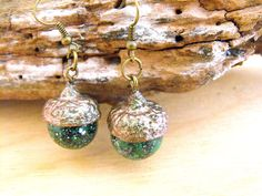 Acorn earrings, woodland earrings, autumn jewellery, organic earrings, sparkly earrings, glitter earrings, dangle earrings, sparkling FD de FamDdaear en Etsy