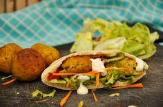 Falafel · kikkererwten, tahin, koriander, peterselie, ajuin, komijn, frituur, EVA maakt het plantaardig