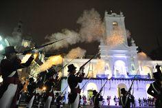 Ceremonia de cambio de guardia en el Cabildo de la Ciudad de Bs. As. como parte de los festejos de la semana patria Argentina.