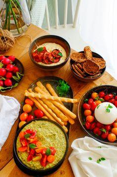 Birthday Snacks, Crock Pot Dips, Wedding Appetizers, Spinach Artichoke Dip, Chicken Dips, Food Humor, Food Blogs, 3 Ingredients, Feta