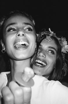 Most popular tags for this image include: sara sampaio, taylor hill, beauty, black and white and girls