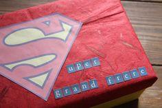 Après la Super Papa box, il m'a semblé tout évident de faire également une boîte pour mon grand garçon. Cette boîte je l'ai conçu dans le but de valoriser Roméo dans son rôle de grand f…