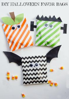 Diy Halloween Favors, Sac Halloween, Halloween Taschen, Halloween Treats To Make, Halloween Candy Bags, Halloween Crafts For Kids, Diy Halloween Decorations, Halloween Parties, Halloween Activities