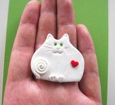Polymer Clay White Cat with Red Heart Brooch or by Coloraudia Polymer Clay Cat, Polymer Clay Projects, Polymer Clay Jewelry, Clay Magnets, Ragdoll Kittens, Funny Kittens, Tabby Cats, Bengal Cats, Adorable Kittens